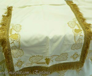 coatings , white , church, embroidery, velvet , cross, tablecloth, tablecloth altar , clothing, goblet , gleaning grapes