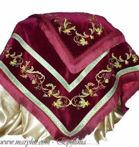 coatings , auriu.cruce church , embroidery , tablecloth, tablecloth altar , flowers, greece, garnet , clothing , grapes
