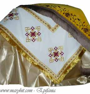 coatings , white , church, embroidery, velvet , cross, tablecloth, tablecloth altar , yellow, burgundy , clothes, towel , roses
